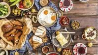 وجبات تركية شهية لا تخلو منها مائدة الافطار التركي