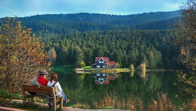 """""""بولو"""" التركية.. جنة خضراء يقصدها عشاق الطبيعة رغم كورونا"""